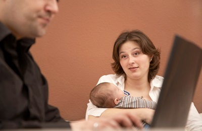 Если ребенок рожден вне брака - нужно ли его усыновлять и возможные сложности