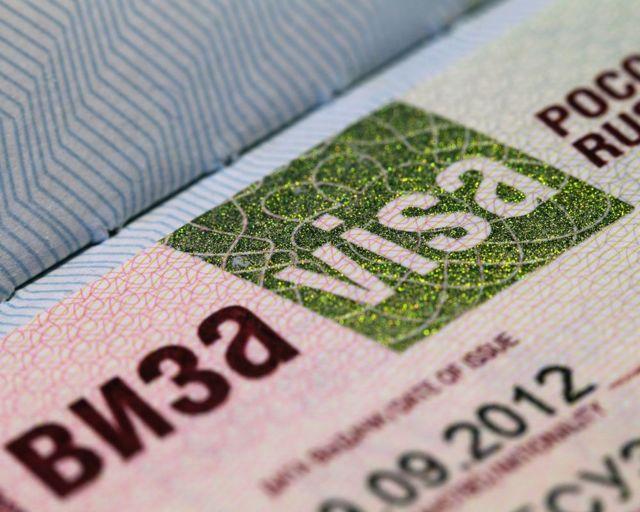 Как иностранным гражданам можно продлить визу в Россию на месте