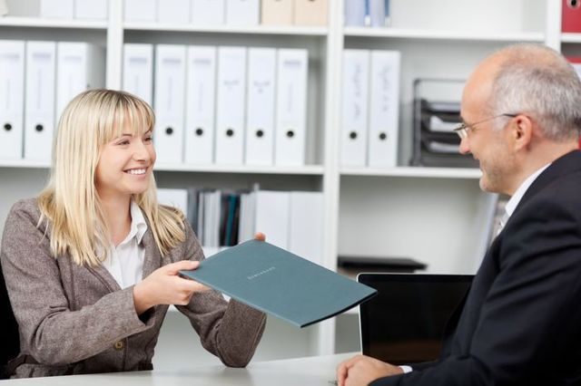 Договор дарения между юридическими лицами: порядок оформления и регистрации дарственной