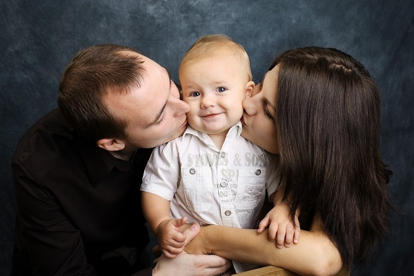 Можно ли получать алименты находясь в браке без развода?