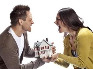 Как при разводе делится квартира если один из супругов собственник и при наличии ребенка