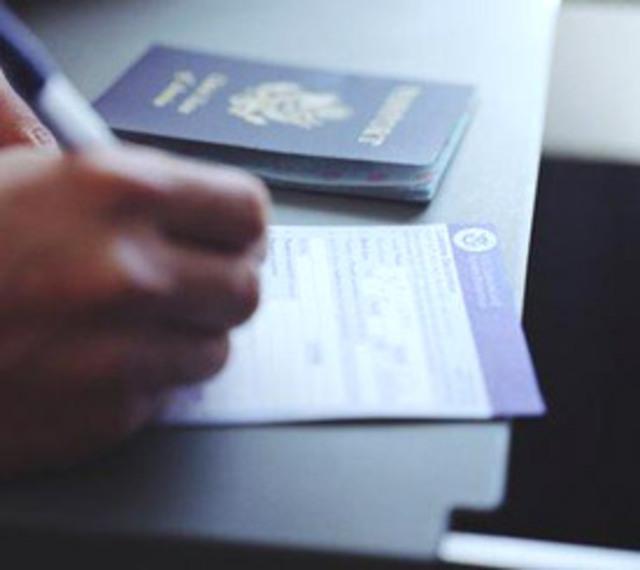 В какой стране русским легко получить гражданство
