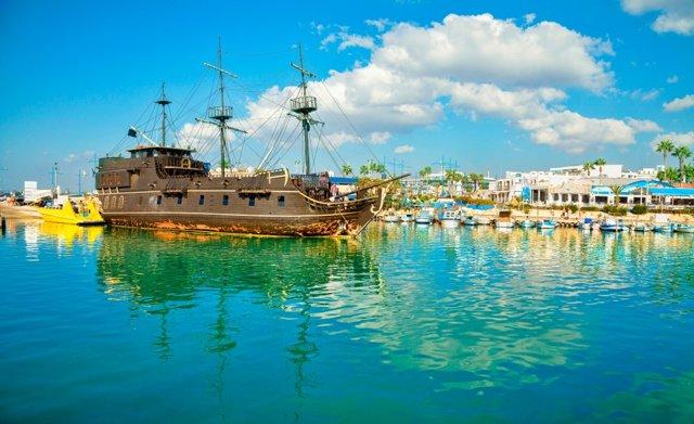 Чем русских привлекает жизнь на Кипре: плюсы и минусы