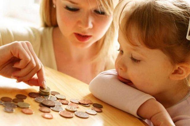 Сколько получает мать одиночка на содержание ребенка?
