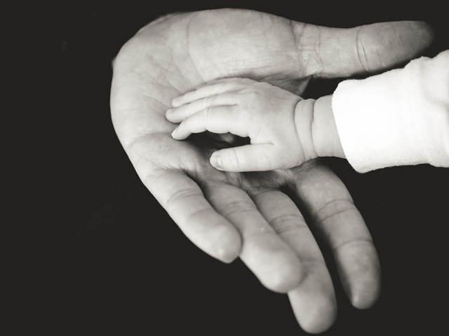 Что такое свидетельство об установлении отцовства и как его получить