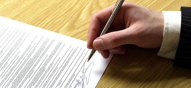 Доверенность на дарение квартиры: образец договора и текст с правом дарения жилья, можно ли оформить дарственную по доверенности от дарителя{q}